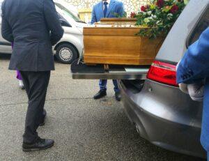 гроб в Албанской машине