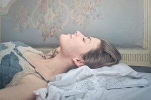 к чему сниться покойник